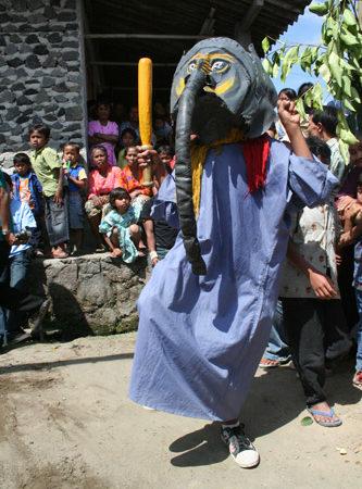 Nonton Topeng Ireng (Ibnu Sadewa)
